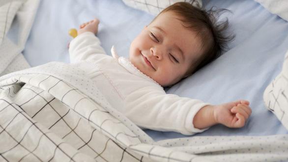 Nghiên cứu mới: Không nên đánh thức trẻ dưới 2 tuổi dậy khi bé đang ngủ - Ảnh 1.
