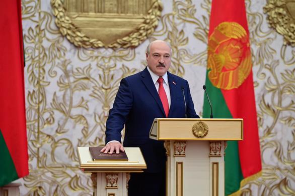 Ông Lukashenko tuyên thệ nhậm chức tổng thống Belarus nhiệm kỳ thứ 6 - Ảnh 1.