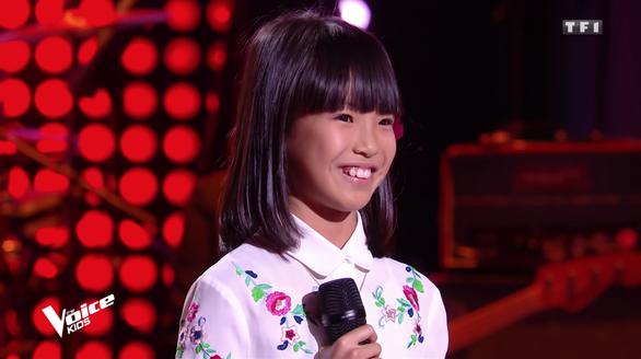 Cô bé gốc Việt hát Bonjour Vietnam thi The Voice Kids Pháp - Ảnh 2.
