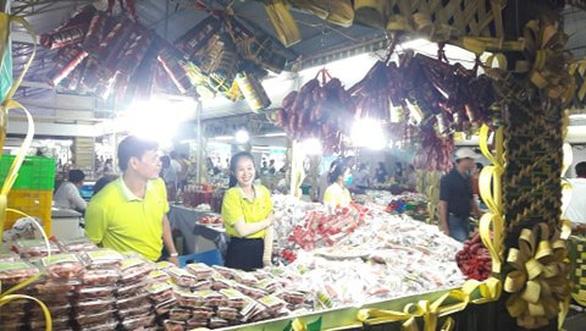 Cá kho làng Vũ Đại, nem chả Bến Tre cùng hàng ngàn đặc sản vùng miền đổ về TP.HCM - Ảnh 5.
