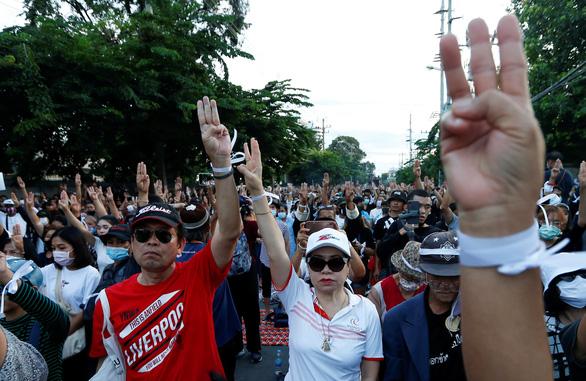Quốc hội Thái Lan hoãn sửa đổi Hiến pháp, chọc giận người biểu tình - Ảnh 1.