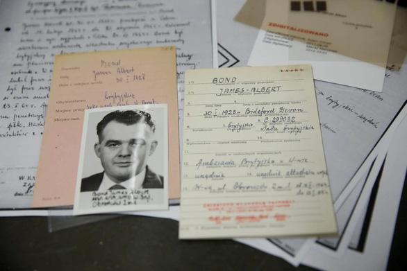 Dân Ba Lan sốc khi biết điệp viên 007 - James Bond không phải nhân vật hư cấu - Ảnh 1.