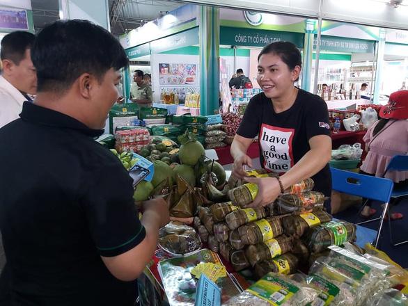 Gần 2.000 mặt hàng đặc sản, nông sản tiếp cận người tiêu dùng TP.HCM - Ảnh 1.