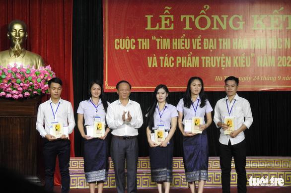 Sinh viên Lào thi tìm hiểu Nguyễn Du và Truyện Kiều cùng người Việt - Ảnh 3.