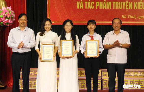 Sinh viên Lào thi tìm hiểu Nguyễn Du và Truyện Kiều cùng người Việt - Ảnh 1.