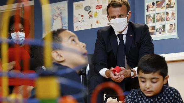 Pháp tăng thời gian nghỉ thai sản cho nam giới lên cả tháng - Ảnh 1.