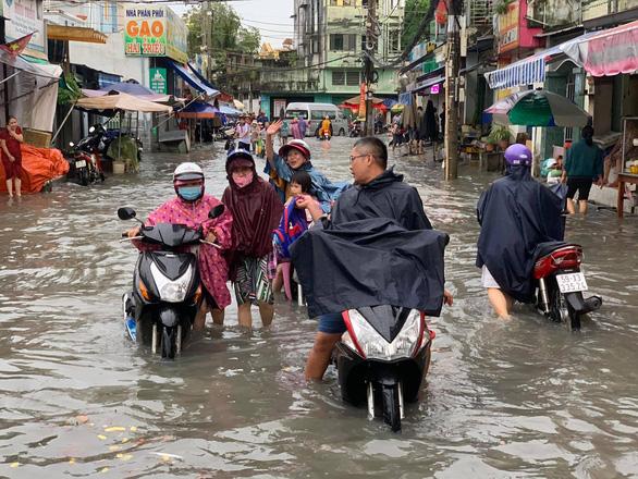 TP.HCM tiếp tục có mưa trải rộng, đề phòng dông, gió lốc - Ảnh 1.