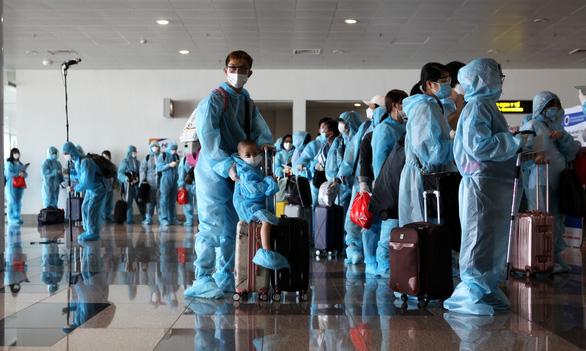Chuyến bay thương mại quốc tế đầu tiên chở khách từ Hàn Quốc về Việt Nam - Ảnh 2.