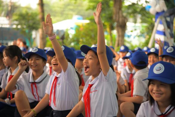 Trang bị sân chơi vận động, góc dinh dưỡng cho học sinh tiểu học - Ảnh 1.
