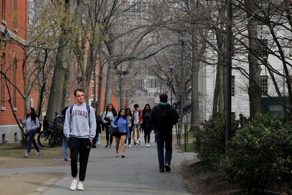 Du học sinh Việt Nam ở Mỹ có thể sẽ bị áp giới hạn thị thực 2 năm - Ảnh 1.
