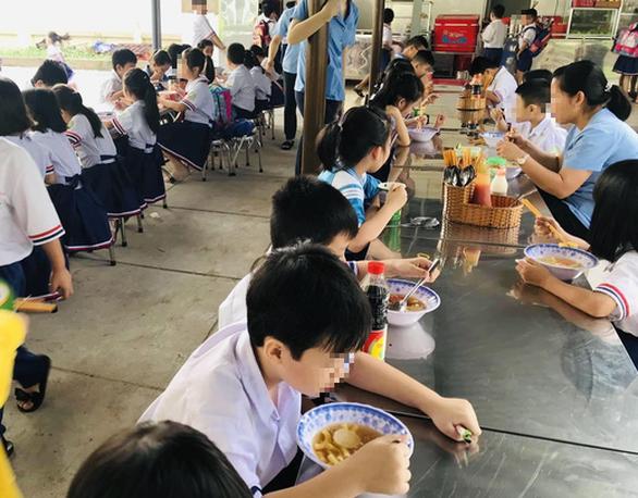 TP.HCM: Kiểm tra an toàn thực phẩm trong căngtin trường học trong 1 tháng - Ảnh 1.