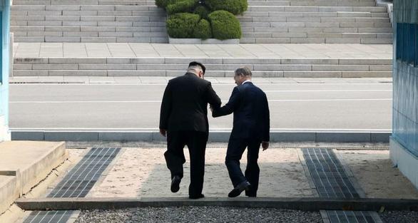 Hai lãnh đạo Hàn Quốc - Triều Tiên thư từ cảm thông hết mực - Ảnh 1.