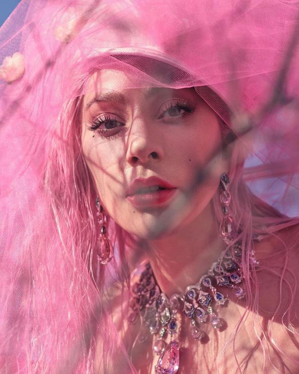 Nghe nhạc BlackPink, Lady Gaga xua tan mọi buồn chán - Ảnh 3.
