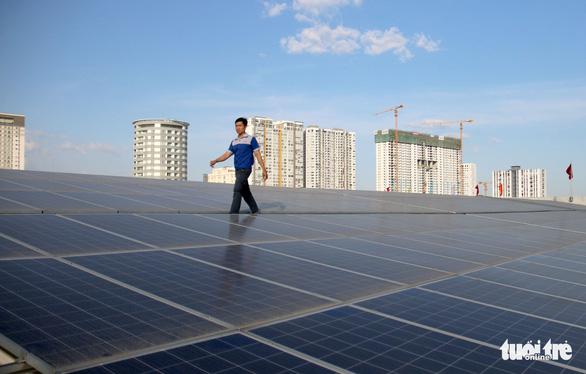Người dân TP.HCM lắp điện mặt trời thu được gần 80 tỉ đồng - Ảnh 1.