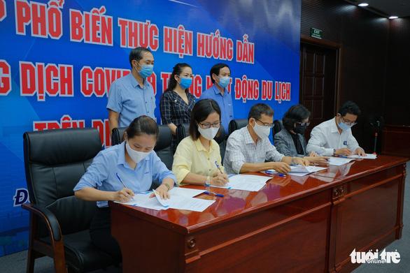 Đà Nẵng: Doanh nghiệp du lịch ký cam kết phòng dịch COVID-19 trước khi mở cửa - Ảnh 1.