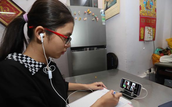 Cho học sinh dùng điện thoại trong lớp: 3 lợi ích và 3 nguy cơ - Ảnh 2.