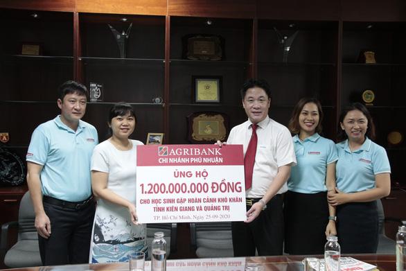 Thêm 1,2 tỉ đồng tiếp sức cho học sinh nghèo hai tỉnh Kiên Giang, Quảng Trị - Ảnh 1.