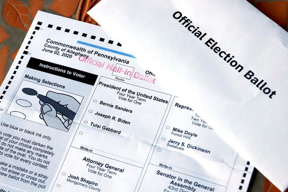FBI điều tra vụ 9 phiếu bầu qua thư vứt trong thùng rác, trong đó 7 phiếu bầu ông Trump - Ảnh 1.