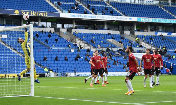 Được khung gỗ cứu thua 5 lần, Man Utd thắng nghẹt thở Brighton - Ảnh 1.