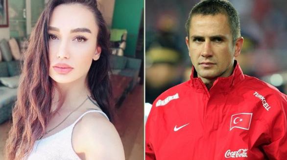 Cựu danh thủ Thổ Nhĩ Kỳ Emre Asik bị vợ thuê sát thủ lấy mạng giá 1,3 triệu euro - Ảnh 1.