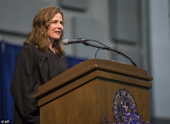 Amy Coney Barrett - người được đề cử làm thẩm phán tòa án tối cao Mỹ là ai? - Ảnh 3.