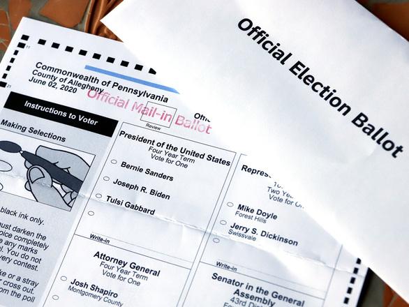 Người vứt phiếu bầu ông Trump vào thùng rác là nhân viên thời vụ - Ảnh 2.