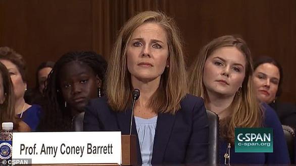 Amy Coney Barrett - người được đề cử làm thẩm phán tòa án tối cao Mỹ là ai? - Ảnh 4.
