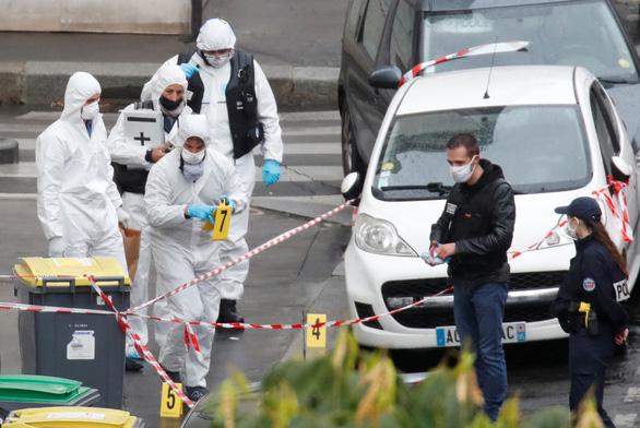 Nghi phạm nói tấn công bằng dao tại Paris nhắm vào tạp chí Charlie Hebdo - Ảnh 1.