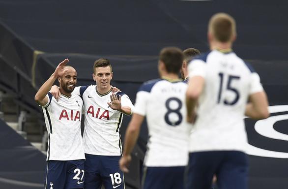 VAR 'nổ' ở phút bù giờ, Newcastle giật 1 điểm từ tay Tottenham - Ảnh 1.