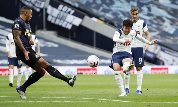 VAR 'nổ' ở phút bù giờ, Newcastle giật 1 điểm từ tay Tottenham - Ảnh 2.