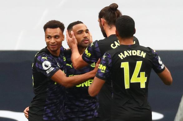 VAR 'nổ' ở phút bù giờ, Newcastle giật 1 điểm từ tay Tottenham - Ảnh 4.