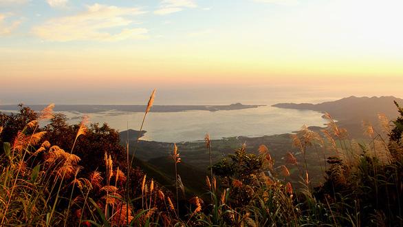 Trên đỉnh núi thiêng Bạch Mã - Kỳ 3: Ngôi trường đặc biệt trên đỉnh linh sơn - Ảnh 3.