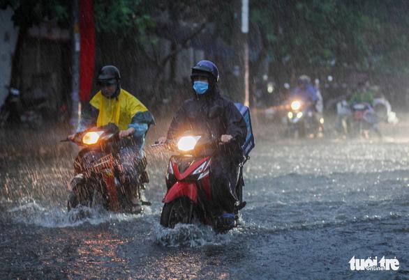 Nam Bộ mưa lớn vào chiều tối, hạn chế ra đường khi mưa gió - Ảnh 1.