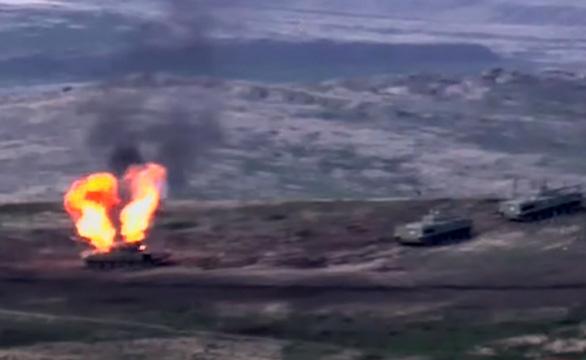 Chiến sự giữa hai nước thuộc Liên Xô cũ, nhiều máy bay và xe tăng bị hạ - Ảnh 1.