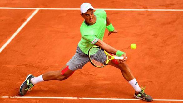 Tay vợt gốc Việt Antoine Hoang bị loại ở vòng đầu tiên Roland Garros - Ảnh 1.