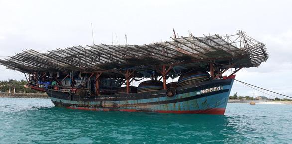 Sửa nhiều tàu cá cho ngư dân ở Trường Sa - Ảnh 1.
