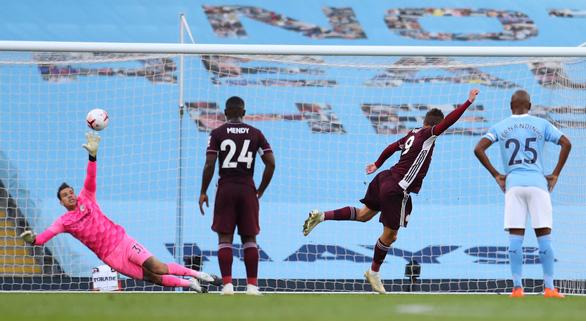 Vardy lập hat-trick, Leicester nhấn chìm Man City tại Etihad - Ảnh 2.