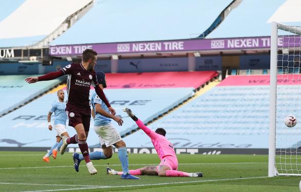 Vardy lập hat-trick, Leicester nhấn chìm Man City tại Etihad - Ảnh 3.