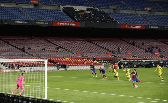 Cầu thủ 17 tuổi Fati che mờ Messi trong trận Barca đại thắng - Ảnh 1.