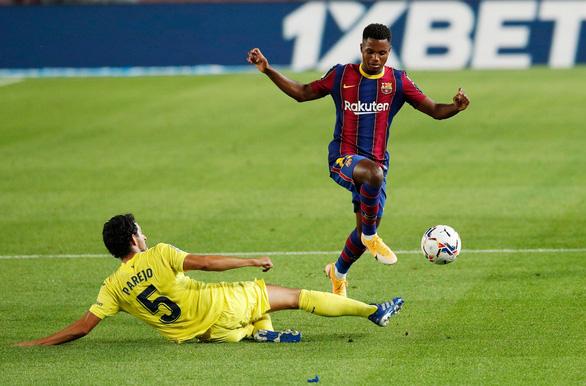 Cầu thủ 17 tuổi Fati che mờ Messi trong trận Barca đại thắng - Ảnh 2.