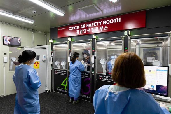 Hàn Quốc ngăn nguy cơ lây nhiễm COVID-19 từ du khách nước ngoài ra sao? - Ảnh 2.