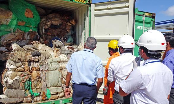Sri Lanka trả lại Anh 21 container rác thải độc hại nhập trái phép - Ảnh 1.