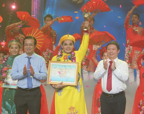 Nguyễn Quốc Nhựt đoạt Chuông vàng trong sự ngỡ ngàng - Ảnh 1.