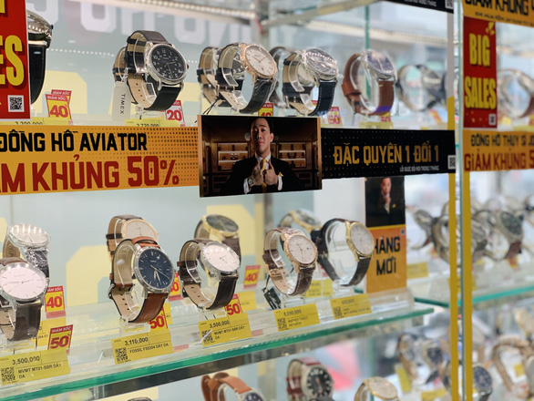 Người thu trăm tỉ, kẻ hái ngàn tỉ nhờ bán đồng hồ - Ảnh 2.