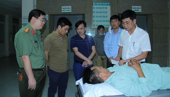 Hai chiến sĩ công an bị đâm trọng thương khi vây bắt nghi phạm buôn ma túy - Ảnh 1.