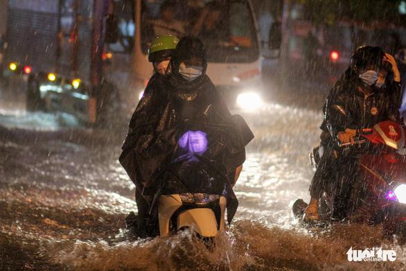 Bão cuối năm dồn dập, mưa nhiều nhưng lũ miền Tây vẫn thấp - Ảnh 1.