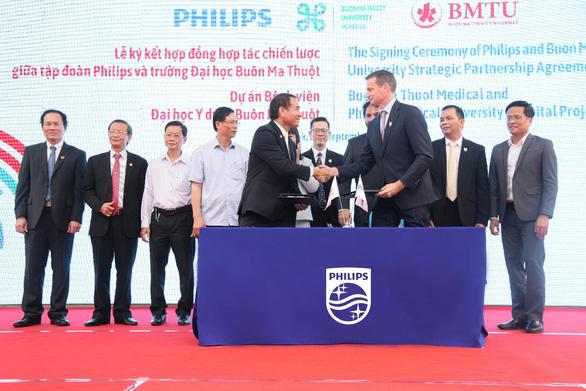 Philips và Trường Đại học Buôn Ma Thuột ký hợp đồng đối tác xây bệnh viện - Ảnh 1.