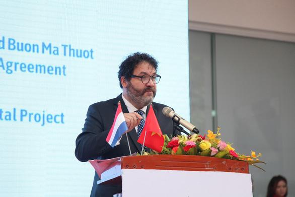 Philips và Trường Đại học Buôn Ma Thuột ký hợp đồng đối tác xây bệnh viện - Ảnh 2.