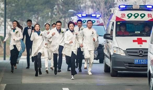 10 câu chuyện cảm động chống COVID-19 đầu tiên lên truyền hình Trung Quốc - Ảnh 1.