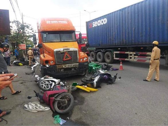 Tài xế container có hơi men gây tai nạn liên hoàn làm 5 người bị thương - Ảnh 1.